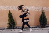 Fashionable young woman — 图库照片