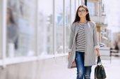 Mooie jonge mode meisje — Stockfoto
