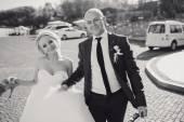 Blond nevěsta s její ženich — Stock fotografie