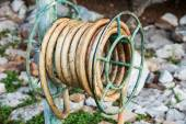 Old water hose on the hanging. — Foto Stock