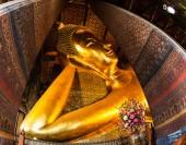 Reclining buddha guld statyn ansikte. Wat pho, bangkok, thailand — Stockfoto