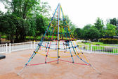 Kids on Red Jungle Gym rope game — Foto de Stock