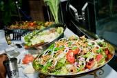 Italiensk sallad från en salami, makaroner och ost — Stockfoto