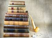 Antiquarian books, tobacco pipe and the clock  — Stock Photo