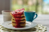 Breakfast with cottage cheese pancakes, strawberry jam and coffe — Stok fotoğraf