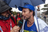 Giorgio Calcaterra interviewed after the marathon — Stock Photo