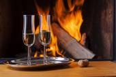 Drinks and food at cozy fireplace — Stock Photo
