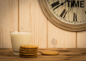 Oatmeal cookies and glass of milk on the wooden background. — Stock Photo