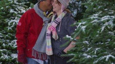Couple in winter snow — Stock Video