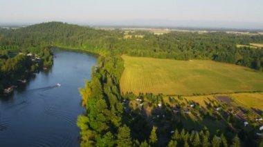Shot of Willamette River — Stock Video