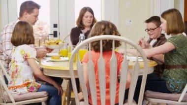 Rodzinny obiad — Wideo stockowe