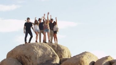 Young people on rocks — Stock Video