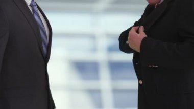 Businessman giving bribe — Stock Video