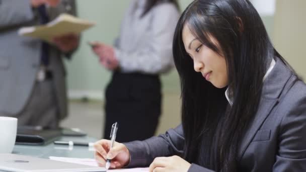 Portrait de femme d'affaires asiatique — Vidéo