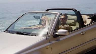 Couple driving convertible — Stock Video