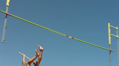 Field athlete doing pole vault — Stock Video