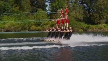 Stunt water skiers — Stock Video