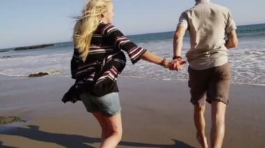 Young couple at beach — Stock Video