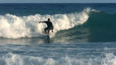 Surfer rides wave — Wideo stockowe