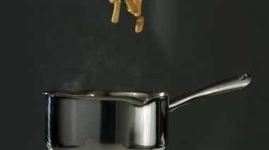 Rigatoni pasta falling in pot — Stock Video
