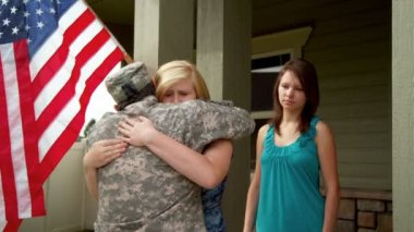 Family say goodbye to soldier — Video Stock