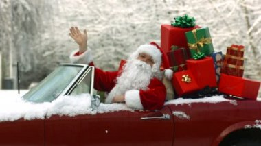 Santa Claus in car full of gifts — Stock Video