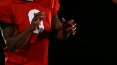 Football receiver catching in ball — Vidéo