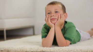Boy watching TV — Stock Video