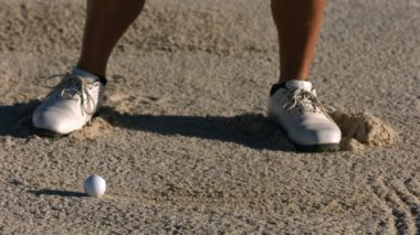 Golfer hits ball from sand trap — Stock Video