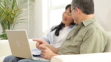 Couple using laptop computer — Stock Video