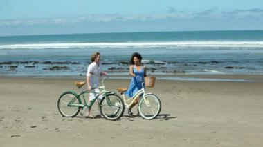 Couple at beach with bicycles — Vidéo