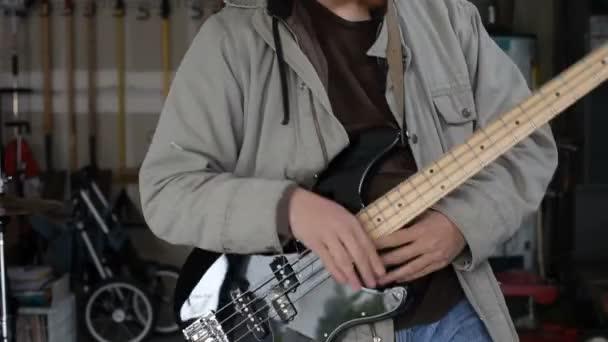 Retrato del guitarrista — Vídeo de stock