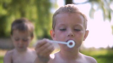 Boys playing in pool — Stock Video