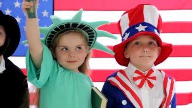 Children in patriotic costumes — Stock Video