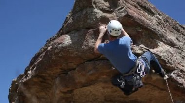 Climber reaches peak — Stock Video