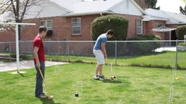 Friends playing croquet — Stock Video