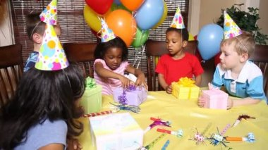 Children on birthday party — Stock Video