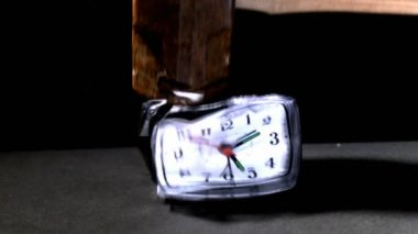 Sledge hammer smashing clock — Stock Video