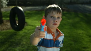 Boy spraying squirt gun — Stock Video