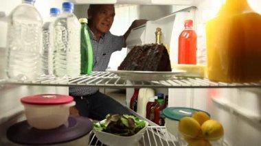Man tastes chocolate cake — Stock Video