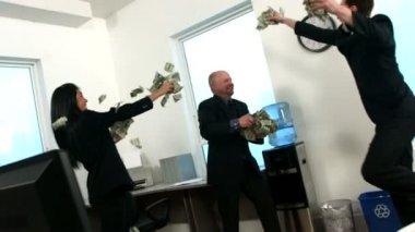 Businesspeople throwing money — Stock Video