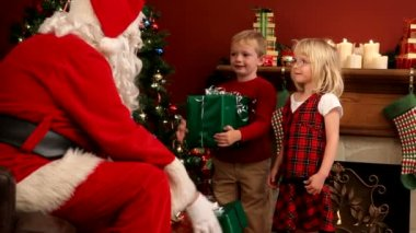 Santa Claus and two kids — Stock Video