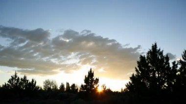 Clouds on sky at sunset — Vídeo de stock