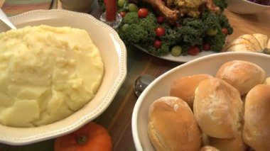 Thanksgiving turkey dinner — Stock Video