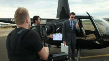 Operator shoots a scene — Stock Video