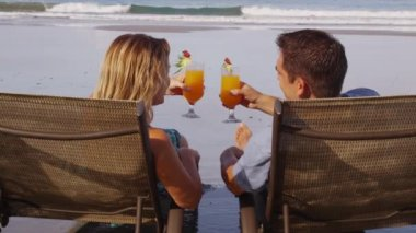 Couple with tropical cocktails — Stock Video