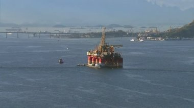 Oil platform at Guanabara Bay — Stock Video