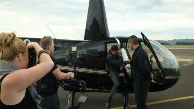 Camera operator shoots — Stock Video