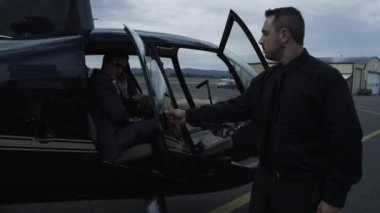 Getting out of helicopter — Stockvideo