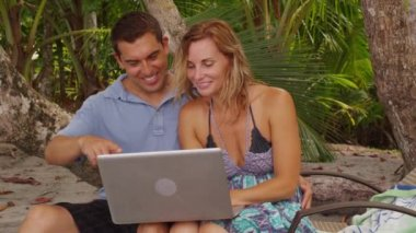 Couple using laptop — Stock Video